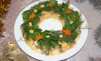 Салат в виде рождественского венка