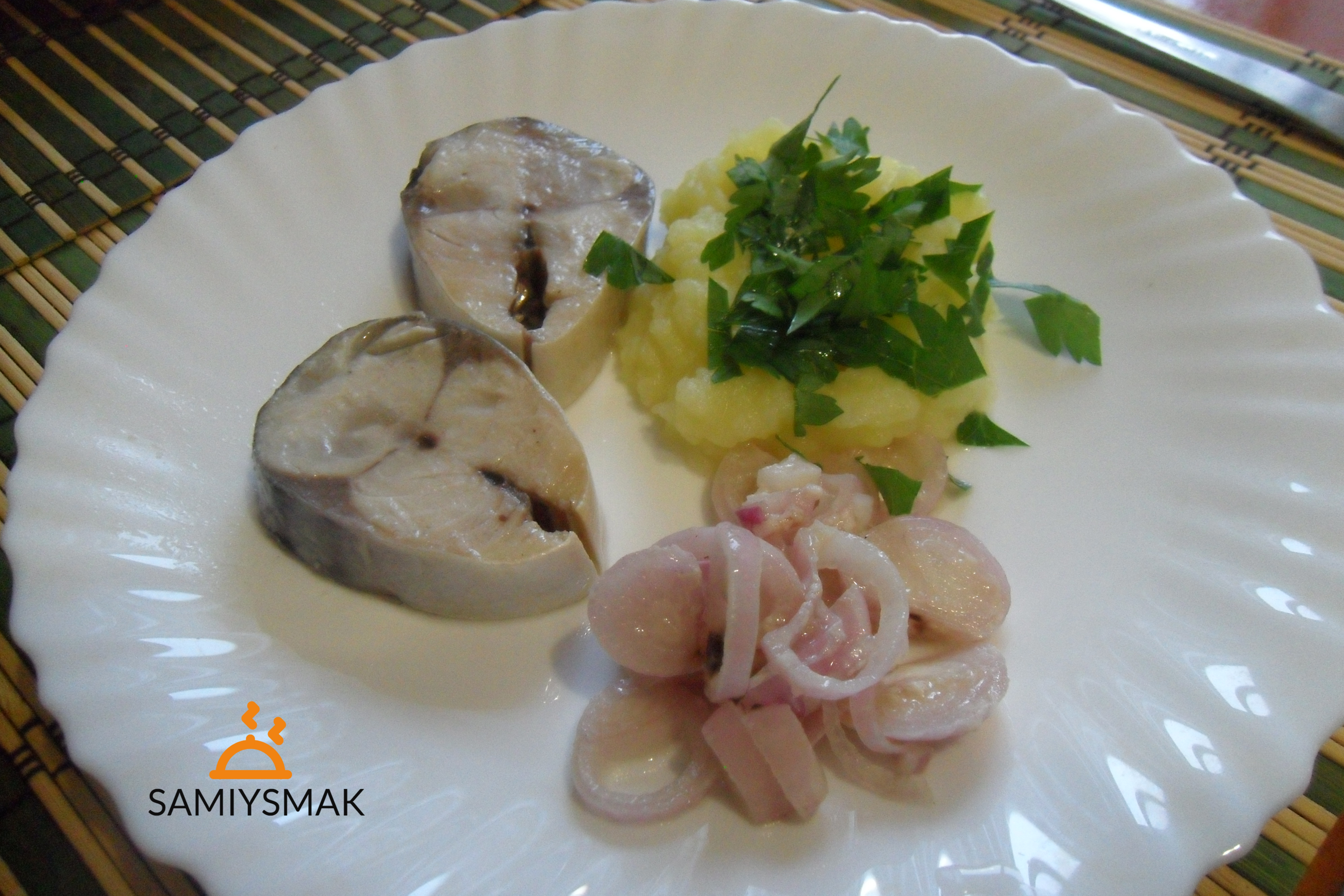 Скумбрия с луком и уксусом на закуску