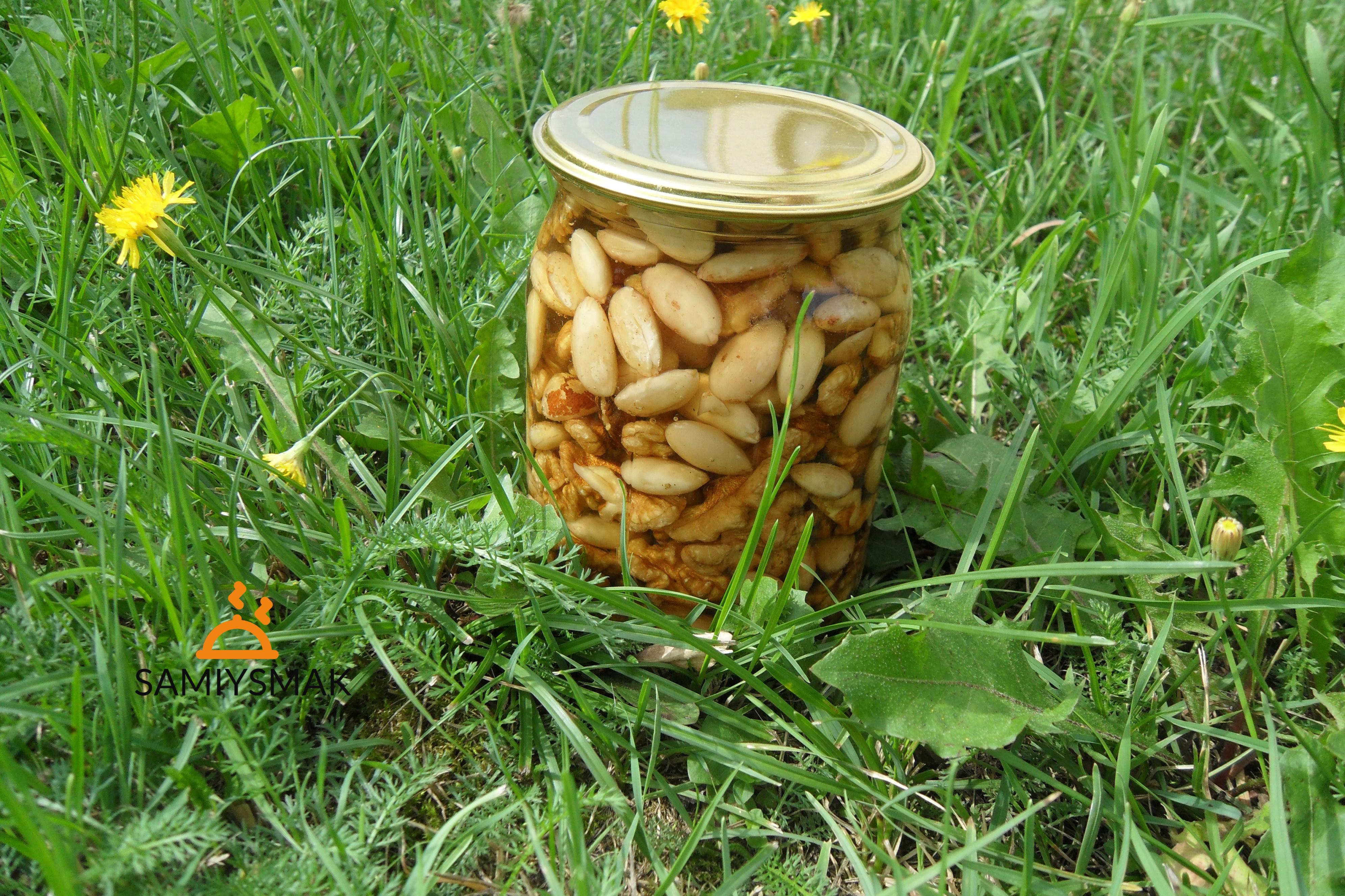 Орехи в банке на зиму с медом дома